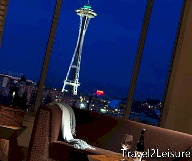 PAN PACIFIC Space Needle Suite