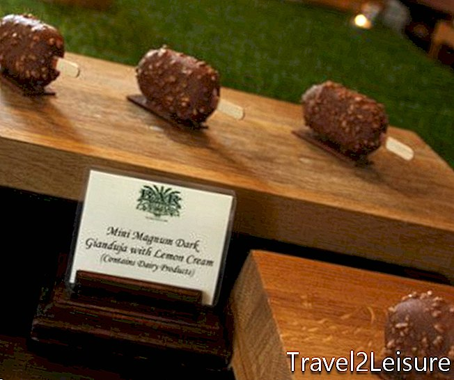 Raffles Hotel Singapore Mini Magnums