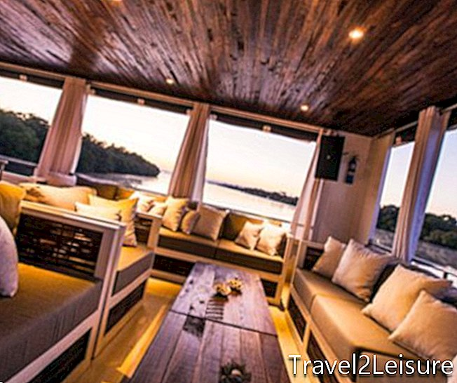 Deck Signature, Zambezi Explorer